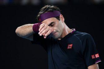 Preocupa la rodilla de Roger Federer; la recuperación va muy lenta