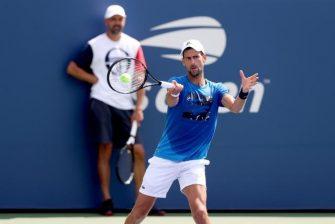 Djokovic se entrena sobre pista dura en Marbella con pelotas del US Open