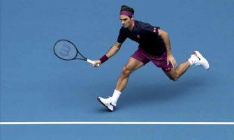 Federer se entrena sobre pista rápida en Suiza