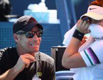 Entrenador de Andreescu da positivo en el vuelo de Abu Dhabi y perjudica a 23 tenistas
