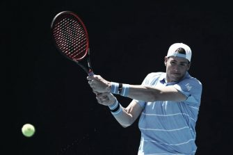 Al igual que Federer; Isner se baja del AO 2021 por la cuarentena